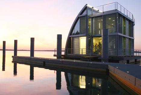 Casa cubo flotante exteriores